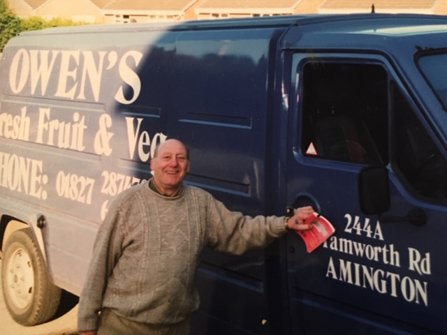 Former Tamworth Mayor Derek Owen with his fruit and vegetable van.